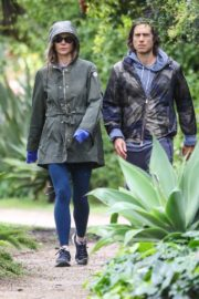 Gwyneth Paltrow and Brad Falchuk Out for Walking in the rain with appendage 2020/04/10 7