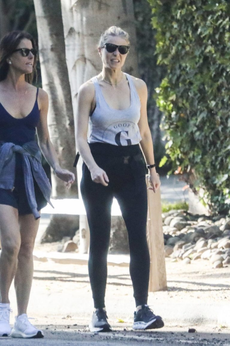 Gwyneth Paltrow out for Morning Walk with friend in Los Angeles 2020/04/02 10