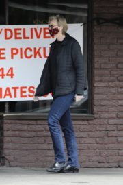 Jane Lynch at King's Road Cafe in Studio City 2020/04/04 2