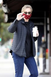 Jane Lynch at King's Road Cafe in Studio City 2020/04/04 4