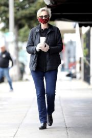 Jane Lynch at King's Road Cafe in Studio City 2020/04/04 5