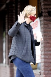 Jane Lynch at King's Road Cafe in Studio City 2020/04/04 6