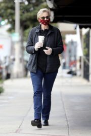 Jane Lynch at King's Road Cafe in Studio City 2020/04/04 7