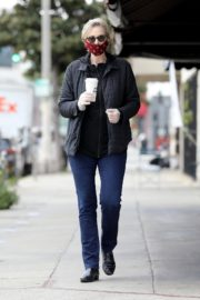 Jane Lynch at King's Road Cafe in Studio City 2020/04/04 8