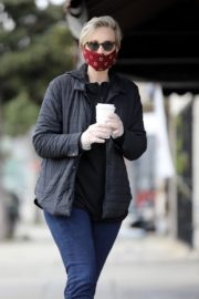 Jane Lynch at King's Road Cafe in Studio City 2020/04/04 9