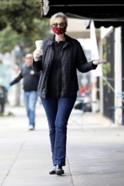 Jane Lynch at King's Road Cafe in Studio City 2020/04/04 10
