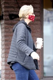 Jane Lynch at King's Road Cafe in Studio City 2020/04/04 13