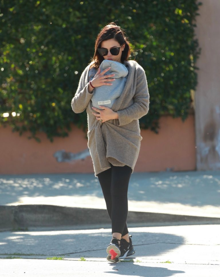 Jenna Dewan with baby Michael out in Los Angeles 2020/03/30 3