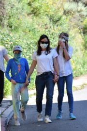 Jennifer Garner Out for walk with her kids in Brentwood 2020/04/11 6
