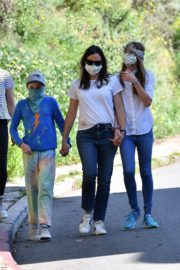 Jennifer Garner Out for walk with her kids in Brentwood 2020/04/11 7