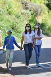 Jennifer Garner Out for walk with her kids in Brentwood 2020/04/11 8