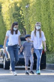 Jennifer Garner Out for walk with her kids in Brentwood 2020/04/11 11