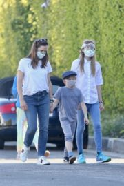 Jennifer Garner Out for walk with her kids in Brentwood 2020/04/11 12