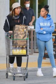 Jordyn Woods Shopping Groceries out in Los Angeles, California 2020/04/02 6