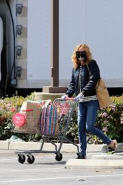 Julia Roberts Shopping out at CVS Pharmacy in Malibu 2020/04/03 8