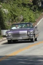 Kendall Jenner goes for a joy ride Mulholland drive with a friend in Los Angeles 2020/04/02 3