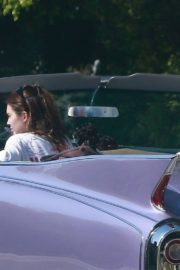 Kendall Jenner goes for a joy ride Mulholland drive with a friend in Los Angeles 2020/04/02 6