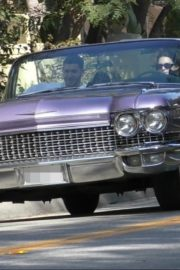 Kendall Jenner goes for a joy ride Mulholland drive with a friend in Los Angeles 2020/04/02 7