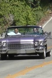 Kendall Jenner goes for a joy ride Mulholland drive with a friend in Los Angeles 2020/04/02 8