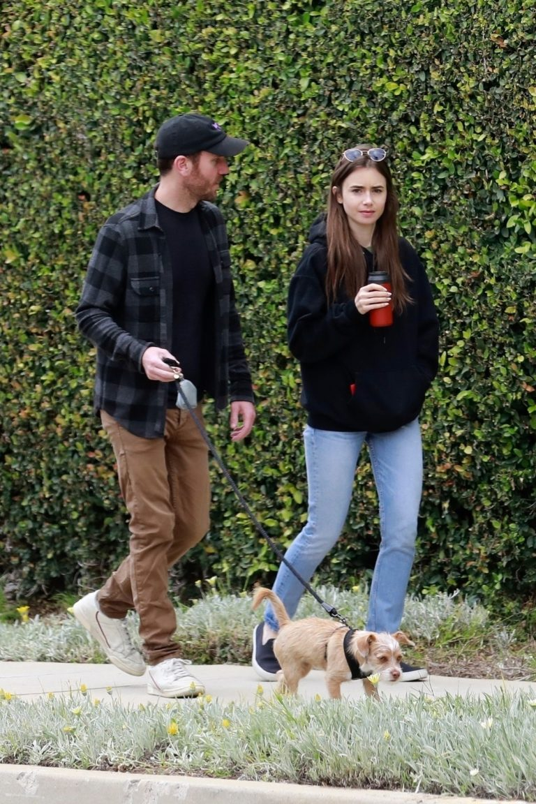 Lily Collins out for a walk with her boyfriend in Beverly Hills, California 2020/04/04 9