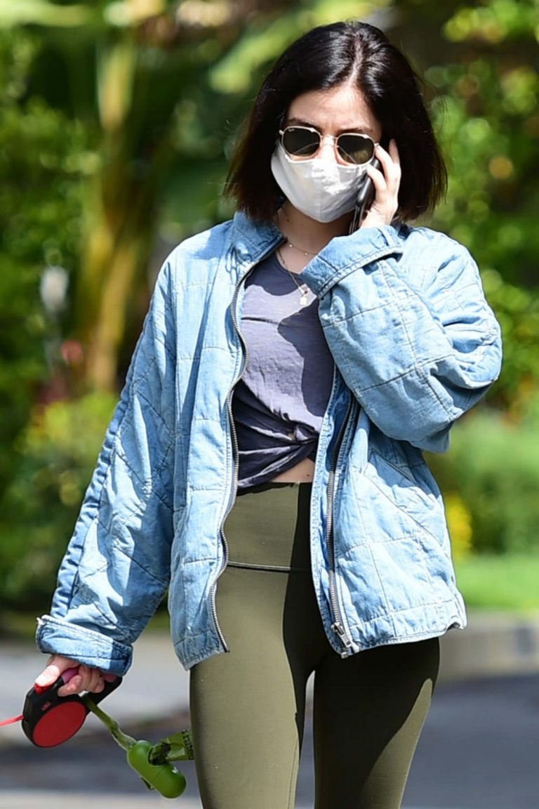 Lucy Hale follows mask during walks her dog Elvis in Los Angeles 2020/04/13 12
