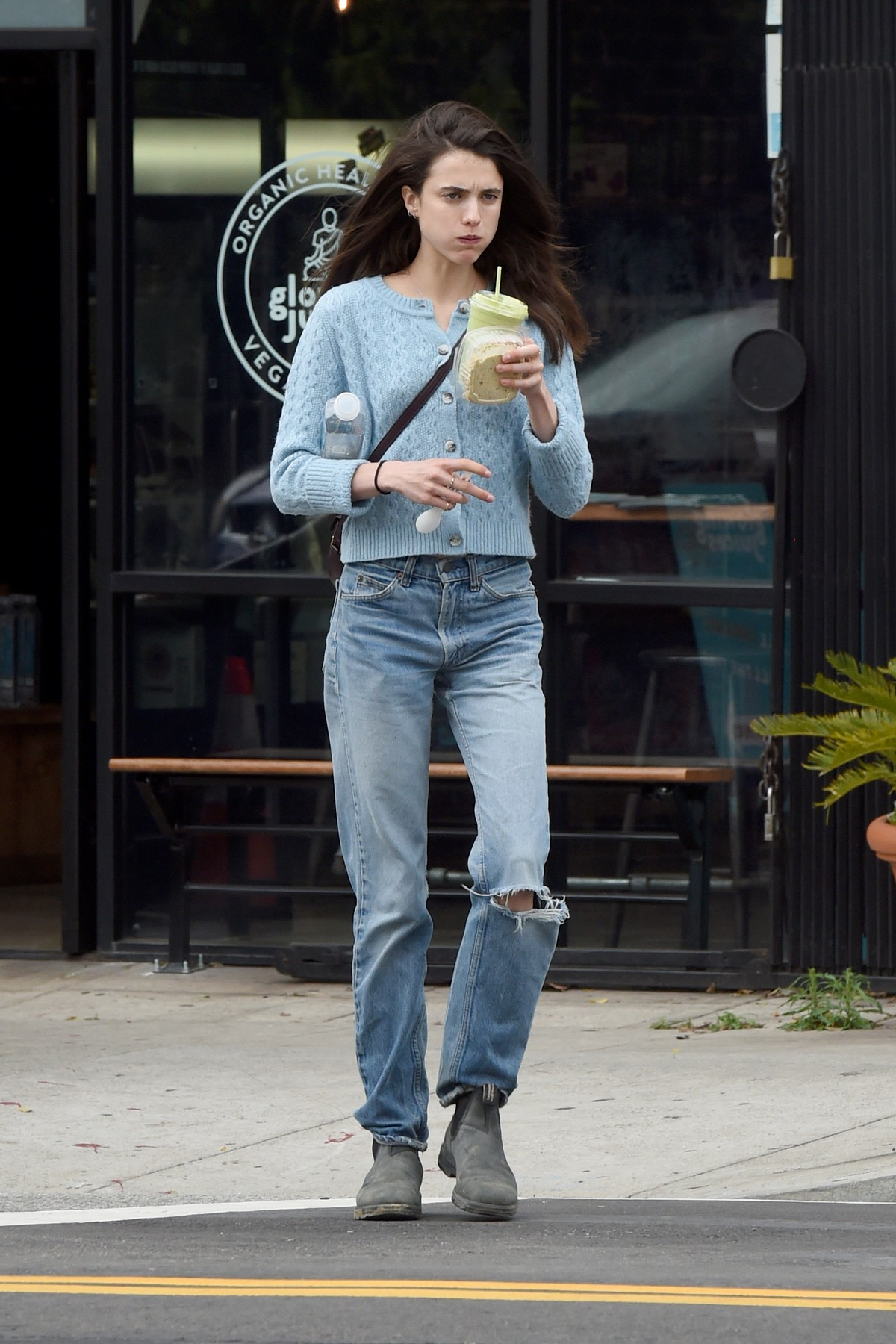 Margaret Qualley out and in Los Angeles 2020/03/16 6