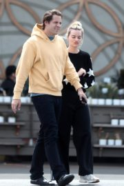 Margot Robbie with her hubby Tom Ackerley out in Los Angeles 2020/03/31 3