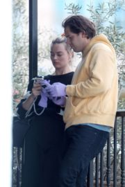 Margot Robbie with her hubby Tom Ackerley out in Los Angeles 2020/03/31 14