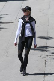 Melanie Griffith Out for a walk in Los Angeles 2020/04/11 1