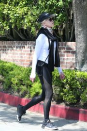 Melanie Griffith Out for a walk in Los Angeles 2020/04/11 6