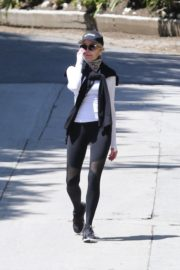 Melanie Griffith Out for a walk in Los Angeles 2020/04/11 11