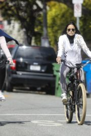 Michelle Rodriguez rides a bike with a girlfriend during COVID-19 in Los Angeles 2020/04/14 3