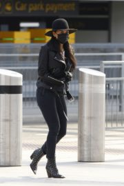 Nicole Scherzinger and Thom Evans out of Heathrow Airport, London 2020/03/28 3