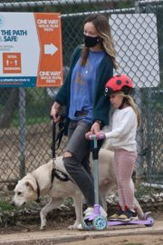 Olivia Wilde enjoy outside with her daughter and dog in Los Angeles 2020/04/12 3