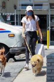 Aubrey Plaza walks with her dogs to the Pet Store in Los Feliz 2020/05/09 9