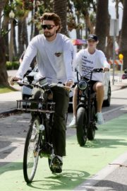 Abby Champion and Patrick Schwarzenegger Out Cycling in Santa Monica 2020/06/19 4