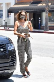 Alessandra Ambrosio Out for Lunch in Santa Monica 2020/06/19 2