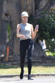 Alessandra Ambrosio use Mask during Jogging in Brentwood 2020/06/03 2