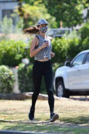 Alessandra Ambrosio use Mask during Jogging in Brentwood 2020/06/03 3