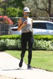 Alessandra Ambrosio use Mask during Jogging in Brentwood 2020/06/03 8