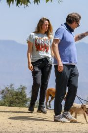 Alicia Silverstone Out with Her Dog in Los Angeles 2020/06/03 2