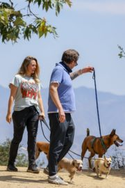 Alicia Silverstone Out with Her Dog in Los Angeles 2020/06/03 4