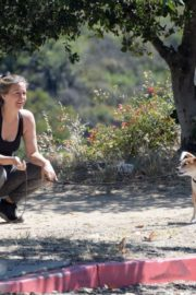 Alicia Silverstone Out with Her Dogs in Los Angeles 2020/06/07 3
