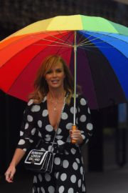 Amanda Holden Arrives on a Rainy Day at Global Radio in London 2020/06/11 2