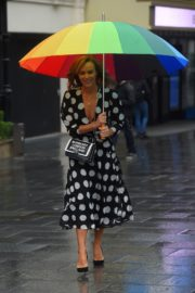 Amanda Holden Arrives on a Rainy Day at Global Radio in London 2020/06/11 3