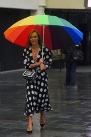 Amanda Holden Arrives on a Rainy Day at Global Radio in London 2020/06/11 4