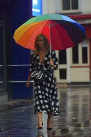 Amanda Holden Arrives on a Rainy Day at Global Radio in London 2020/06/11 6