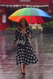 Amanda Holden Arrives on a Rainy Day at Global Radio in London 2020/06/11 7