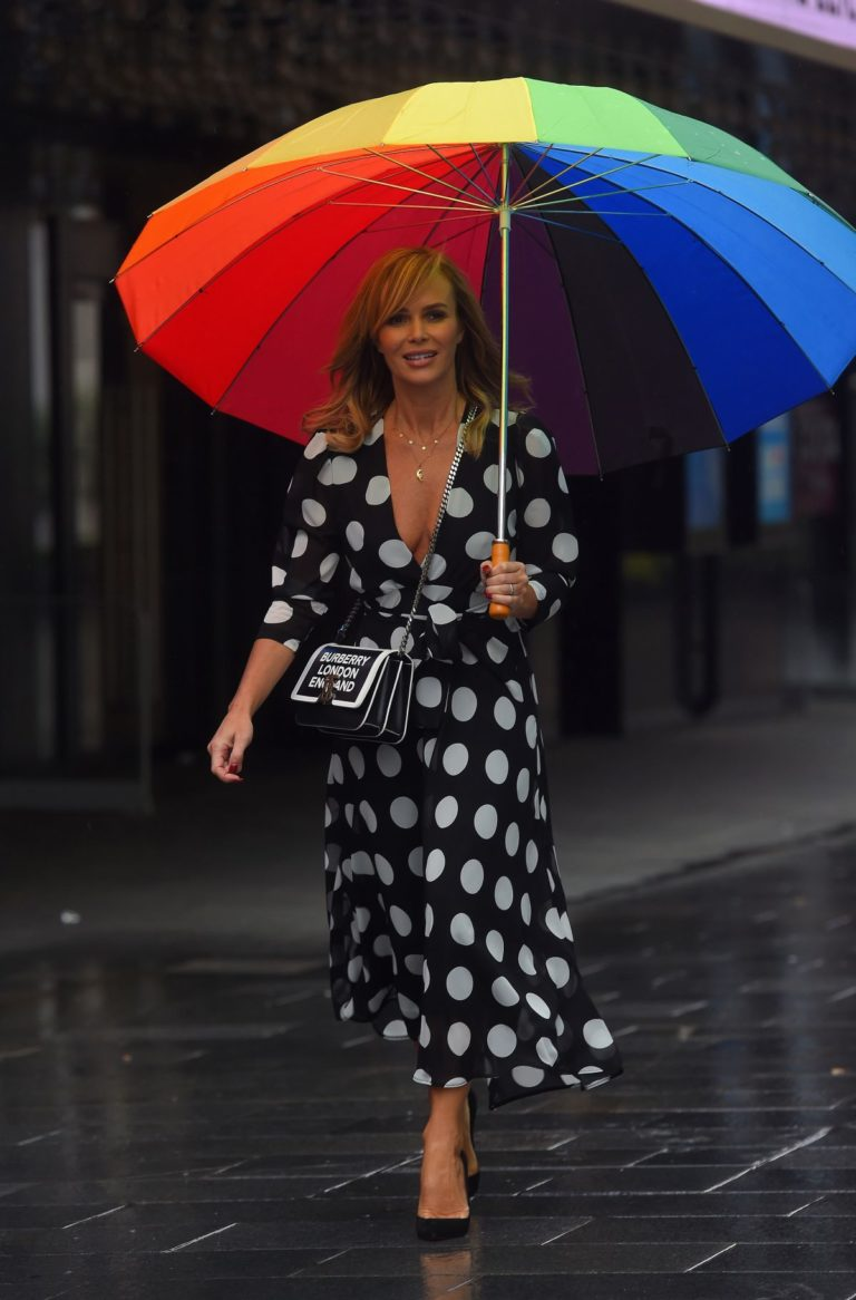Amanda Holden Arrives on a Rainy Day at Global Radio in London 2020/06/11 8