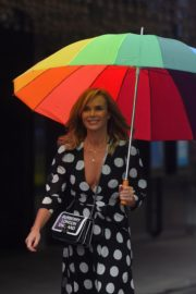Amanda Holden Arrives on a Rainy Day at Global Radio in London 2020/06/11 9